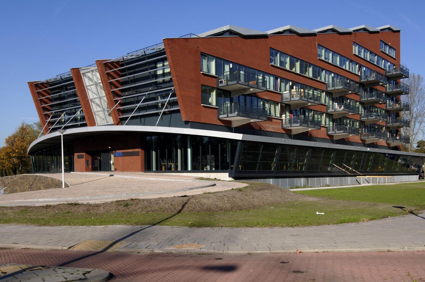 Bibliotheek en 40 appartementen